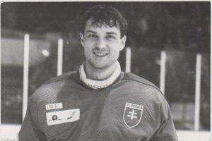 V drese Slovenska. Absolvoval vňom 56 zápasov.