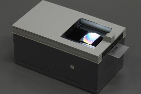 Prototyp polarizačného zariadenia.