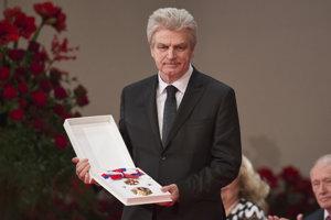 Pedagóg Alexander Bröstl si prebral štátne vyznamenanie Rad Ľudovíta Štúra I. triedy.