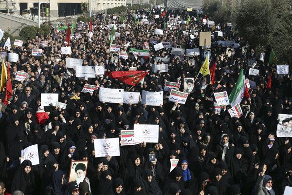 Iránom otriasajú protivládne protesty.