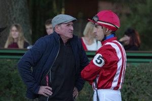 V dôvernom rozhovore otec so synom. Vľavo tréner Ján Cagáň vpravo jazdec Martin Cagáň.