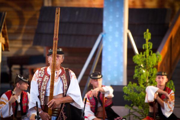 Fujarista v programe venovanom pokladom slovenskému hudobného folklóru, počas jubilejného 60. ročníka Folklórneho festivalu Východná 2014.