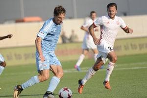 Ricky van Haaren (vpravo) v nedávnom zápase proti Slovanu. Odteraz bude pôsobiť v jeho drese.