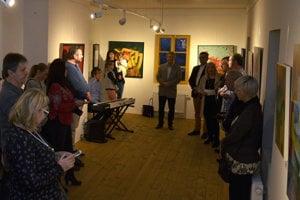 Vernisáž diel účastníkov výtvarného sympózia s názvom Umelci Tatrám vo Vile Flóra v Starom Smokovci.