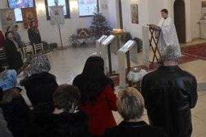 Na snímke slávnostná liturgia sv. Vasiľa Veľkého vo sviatok Narodenia Isusa Christa, ktorú slúžil duchovný správca cirkevnej pravoslávnej obce jerej Miroslav Humenský.