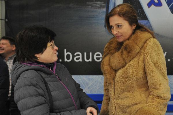 Helena Zamborská (vľavo). V rozhovore sprimátorkou Prešova Andreou Turčanovou, od ktorej prevzala cenu.