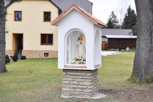 Soche Panny Márie privezenej zPortugalska vybrali dôstojné miesto.