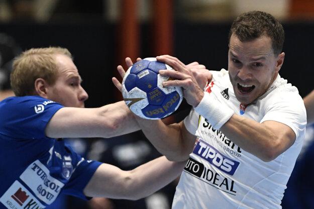 Miroslav Volentics (vpravo) sa stal najlepším hráčom duelu na slovenskej strane.
