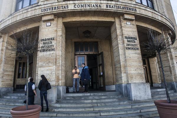 Univerzita Komenského v Bratislave.