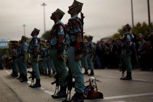 Na snímke koza, maskot elitnej jednotky španielskej armády La Legión, odpočíva počas vojenskej prehliadky známej ako Día de la Hispanidad (Hispánsky deň) v Madride.