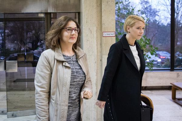 Ministerka školstva, vedy, výskumu a športu SR Martina Lubyová (vľavo).