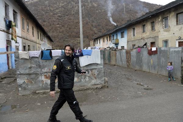 Priamo v rómskej osade v Krompachoch predstavil minister vnútra Robert Kaliňák (na snímke) a prezident Policajného zboru SR Tibor Gašpar opatrenia, ktoré rezort plánuje zaviesť v prípade tzv. otravujúcej kriminality.