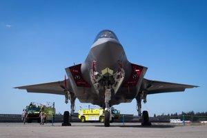 Jednomiestne viacúčelové stíhacie lietadlo piatej generácie Lockheed Martin F-35 Lightning II amerického letectva.