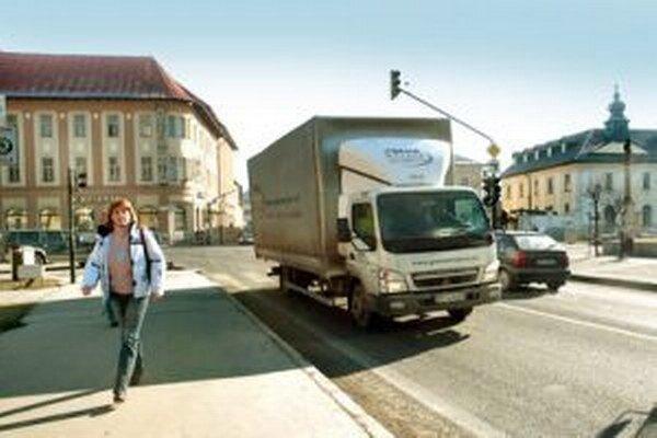 Obchvat by odbremenil dopravu v centre.