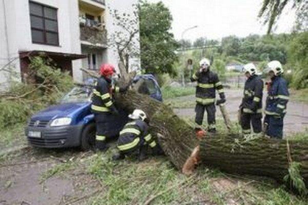 Zlá situácia bola včera aj na Hronskom predmestí