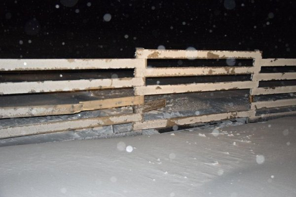 Vetrolam, do ktorého lyžiar narazil.