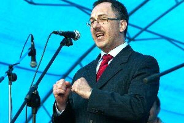 Nový župan Vladimír Maňka sa ujal funkcie.