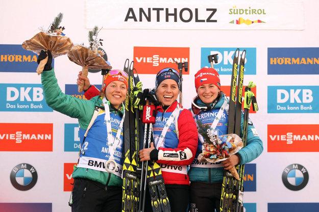Zľava Laura Dahlmeierová, Tiril Eckhoffová a Veronika Vítková.