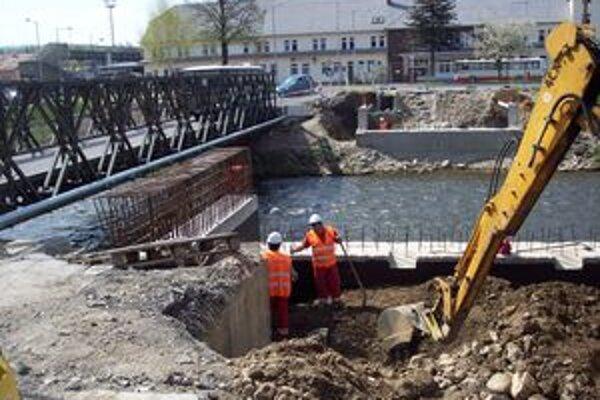 Rekonštrukciu mosta pozastavili peniaze.