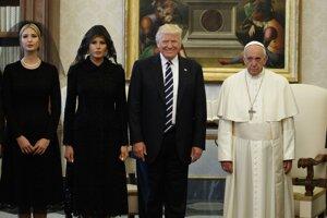 Na návšteve u pápeža Františka s manželkou Melaniou a dcérou Ivankou.