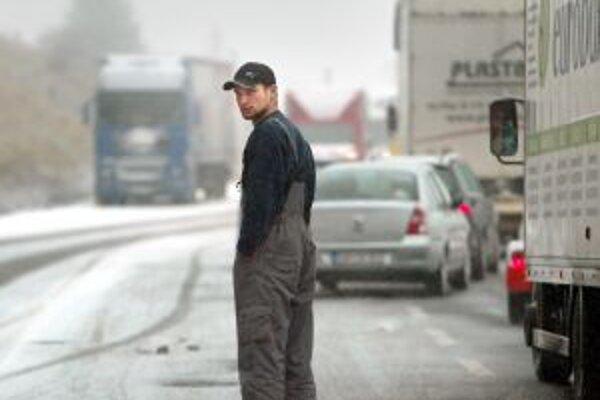 Zima prináša problémy nielen vodičom, ale aj majitľom komunikácií