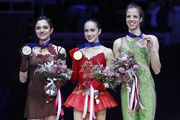 Zľava Jevgenija Medvedevová, Alina Zagitovová a Carolina Kostnerová.
