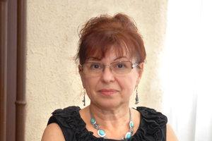 Petronela Királyová. Vedením ÚHA je poverená od roku 2012. Už ju nechcú.