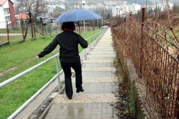 Cesta na Graniar sa odkladá.