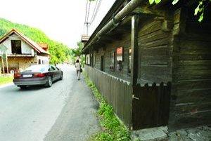 Obec musí s komplexnou rekonštrukciou Tajovského domu počkať.