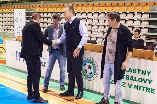 Gratulácie k víťazstvu po roku opäť prijímal tréner Nevidzian Peter Drahoš.