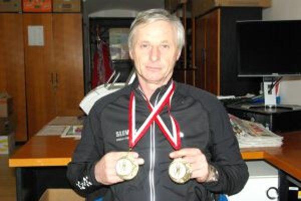 Jozefovi Hýsekovi pribudli do zbierky dva cenné kovy.