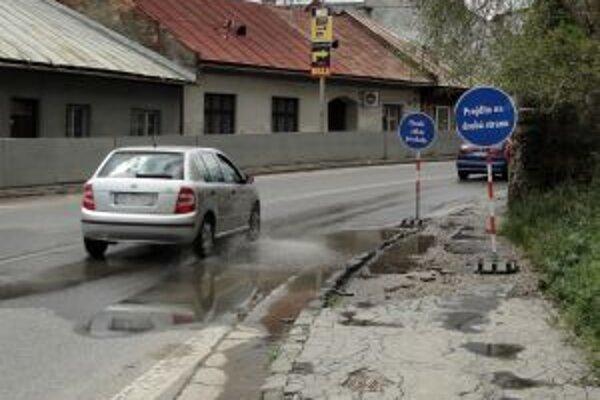 Suchší variant- počas dlhodobejších dažďov je vodou zaliata celá cesta