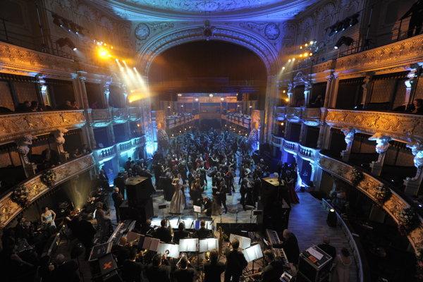 Plesovú sezónu tradične otvoril bratislavský Ples v opere, ktorý sa konal 13. jaunára.