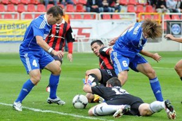 Martin Poljovka (vľavo) bude od nového roka hrajúcim športovým riaditeľom Dukly.