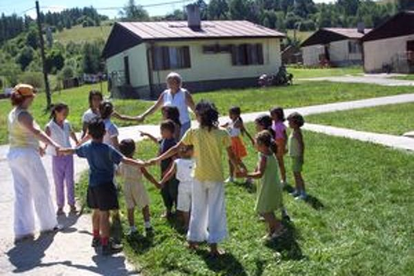 Samotní Rómovia údajne ďalších nových medzi seba nechcú.