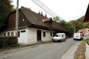 Pamätný dom J.G.Tajovského by mali pred ďalšími haváriami chrániť zvodidlá