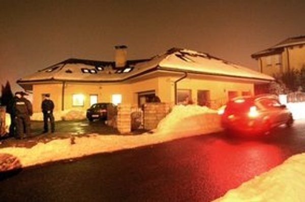 Neznámy páchateľ v piatok večer vo Zvolene vykradol rodinný dom Vladimíra Maňku.