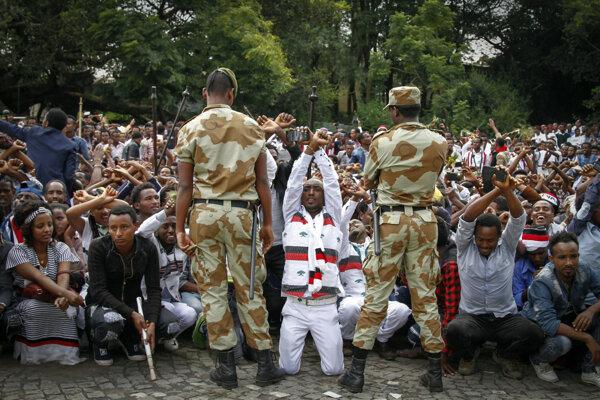 Väzni čelia obvineniu z účasti na nelegálnych protestoch.