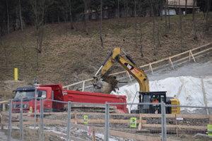 Na úseku D3 Čadca,Bukov – Svrčinovec pokračujú práce v súlade s harmonogramom. Základný kameň poklepali 24. januára 2017, stavbu plánujú dokončiť v decembri 2020.