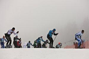Účastníci pretekov na 30 km klasickým spôsobom počas 45. ročníka medzinárodných pretekov Biela stopa v stredisku Skalka pri Kremnici.