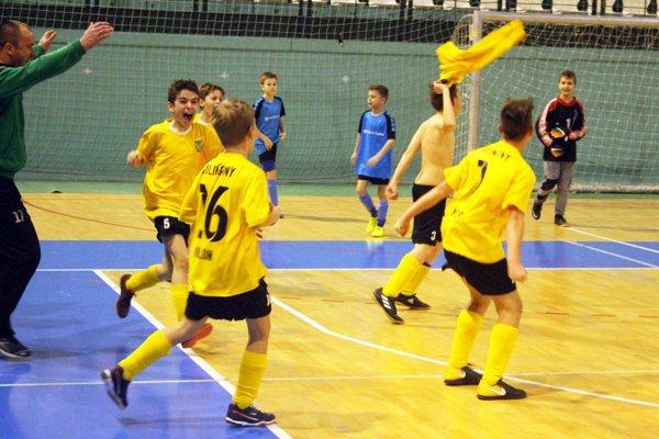 V poslednom zápase kvalifikácie Kolíňany porazili Chrenovú B a tešili sa z postupu na hlavný hrací deň.