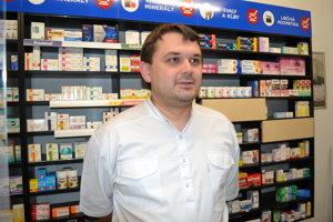 Prezident Slovenskej komory lekárnikov Ondrej Sukeľ apeluje na uvedomelosť pacientov.