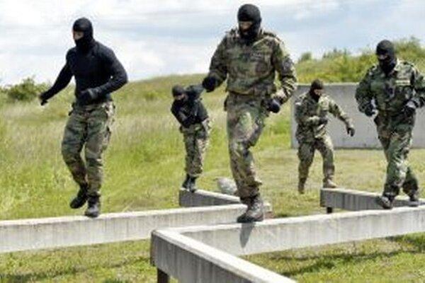 Na Lešti cvičia špeciálne policajné jednotky.
