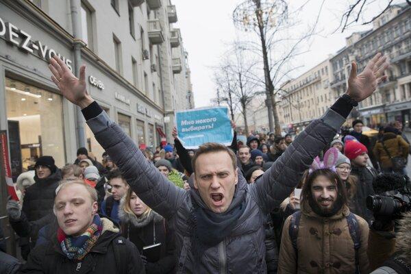 Alexej Navaľnyj na víkendovom proteste v Moskve. Na ňom ho zatkli.