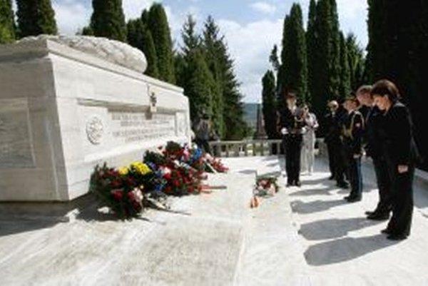 Andrej Kiska navštívil vojenský cintorín vo Zvolene naposledy v máji.