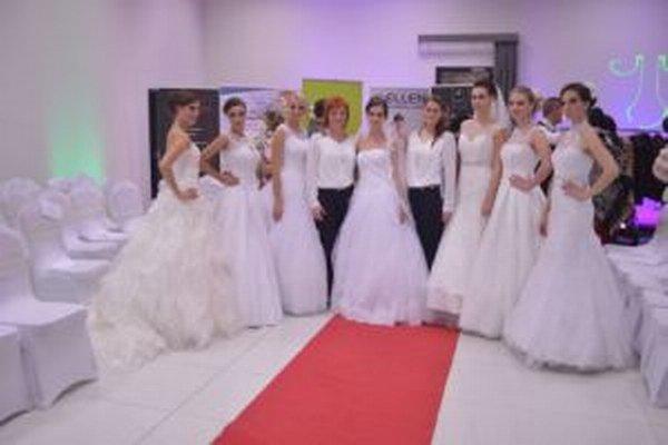 Módna prehliadka na zámku predstavila aj svadobné šaty.
