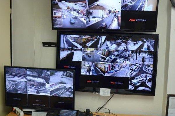 Výstup z kamerového systému sledujú zamestnanci v sídle Mestskej polície.