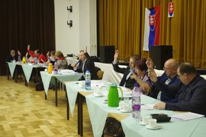 Na druhý pokus po zapracovaní zmien poslanci rozpočet schválili.
