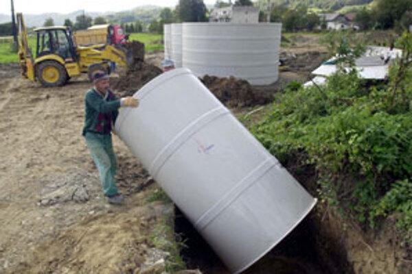 Kanalizáciu v Lukovom začali stavať v roku 2007.