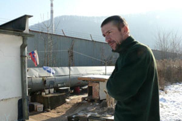Dušan je bezdomovcom už tri roky.